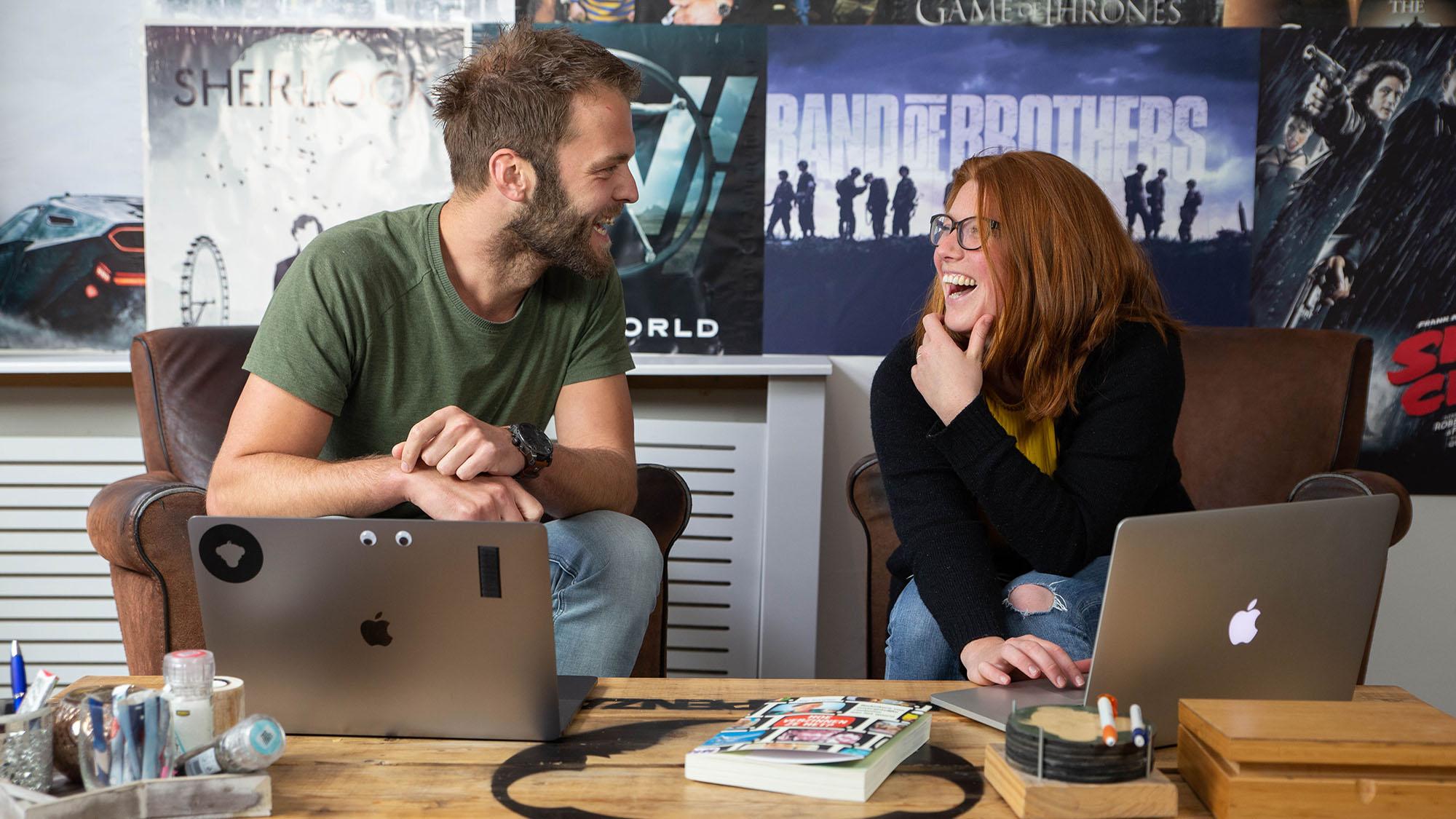 Manon en Kevin brainstormen voor de animatie voor de Gemeente Amsterdam