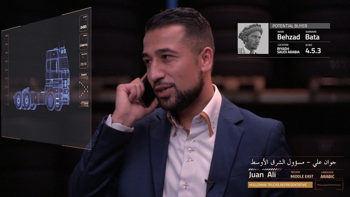Arabische man telefoneert met iemand over een levering van een vrachtwagen